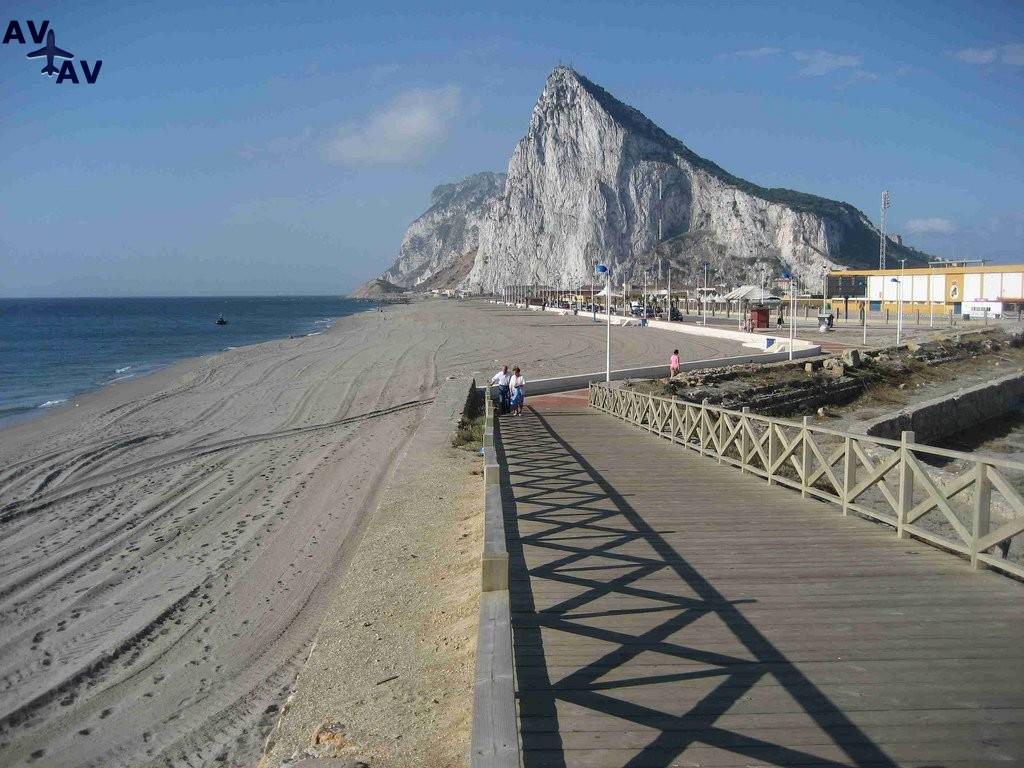 Gibraltar istoricheskiy i torgovyiy tsentr - Гибралтар - исторический и торговый центр