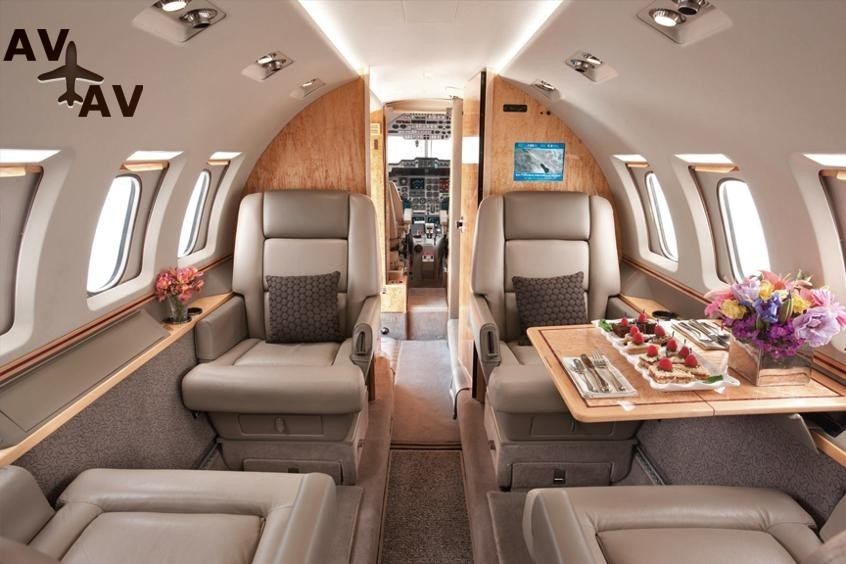 Hawker 4000 PrivateFly AA9761 - Charter a Hawker 4000 - Аренда