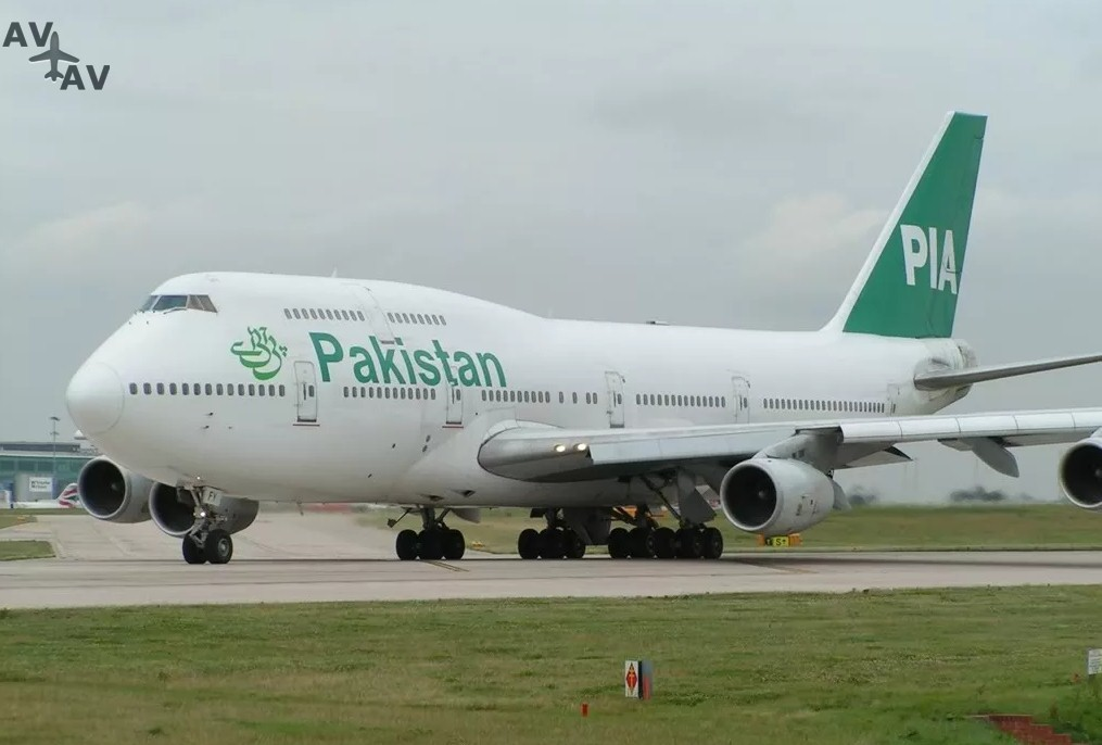 Pakistan International Airlines - Самолёт авиакомпании PIA отложил вылет из-за кошки