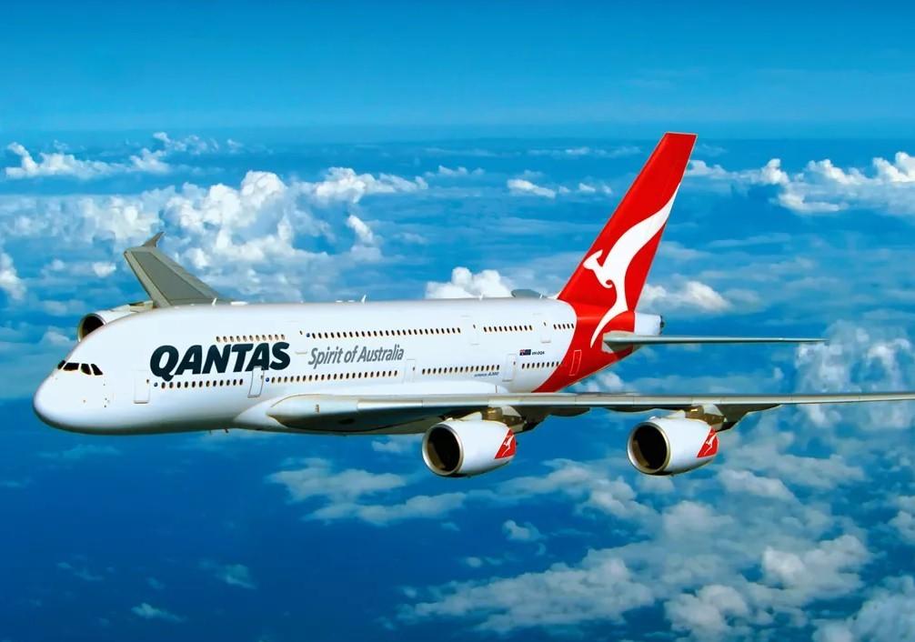 Qantas - Qantas не пустила певицу в зал ожидания из-за ненадлежащей обуви
