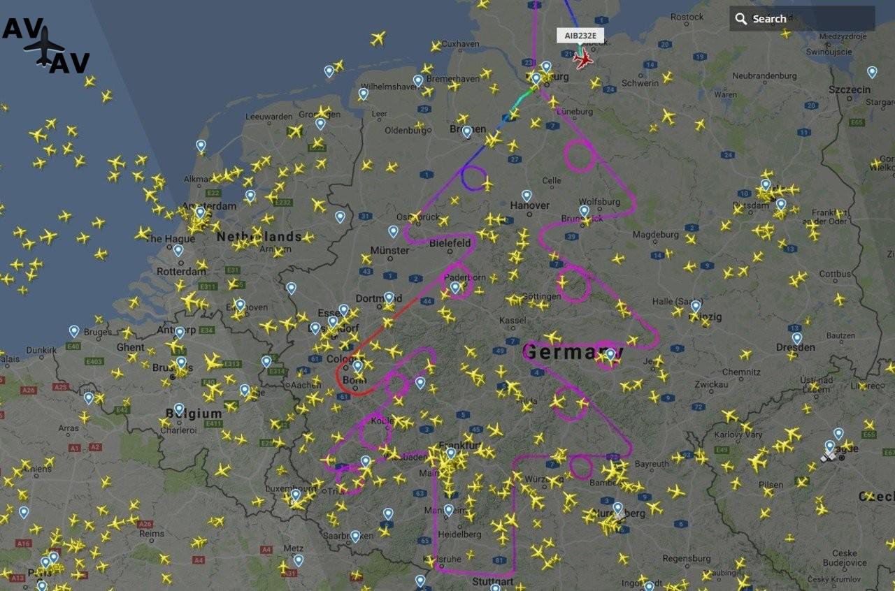 data - В небе над Германией появилась елочка