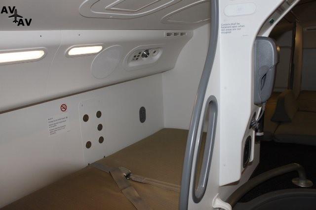 each side of the compartment - Как выглядит место отдыха пилотов трансконтинентальных авиалайнеров