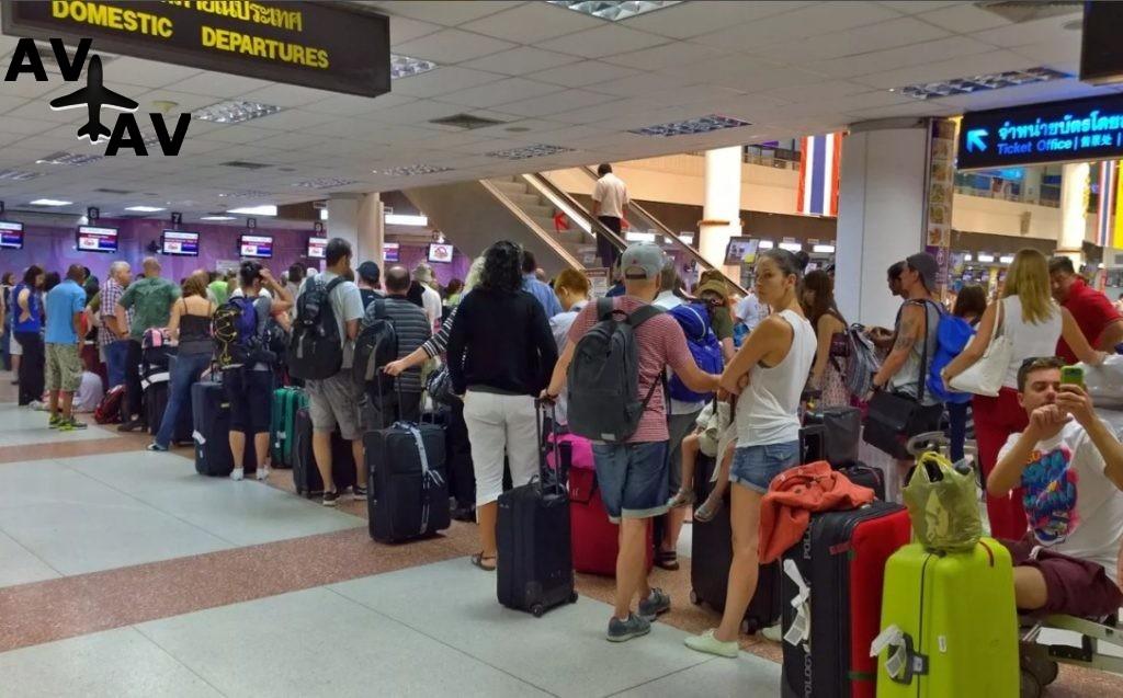 В аэропорту Пхукета туристы из России устроили давку