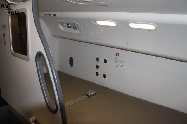 theres also one bed on  - Как выглядит место отдыха пилотов трансконтинентальных авиалайнеров