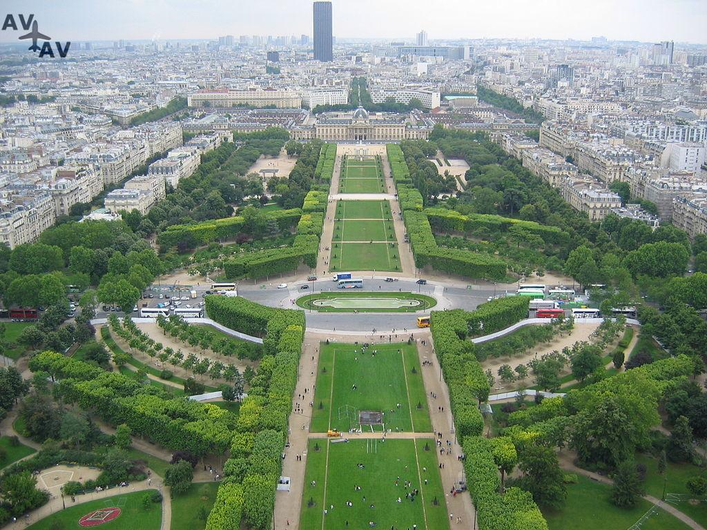 1024px Champs de Mars - Елисейские поля, история.