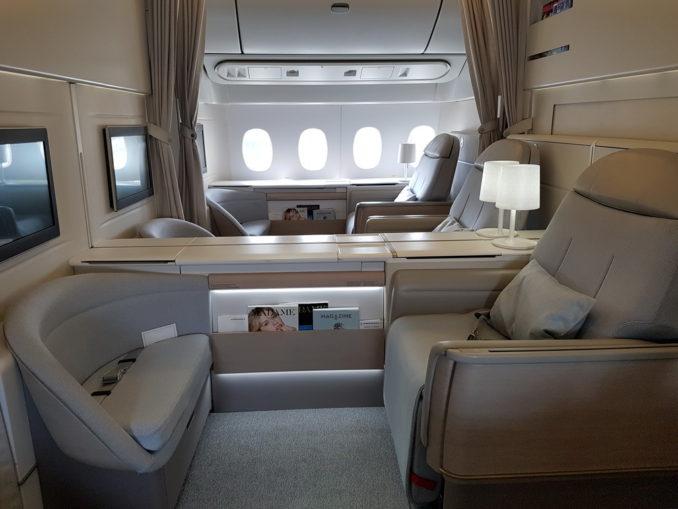20160515 032947 678x509 - Как выглядит первый класс в самолетах личших авиакомпаний