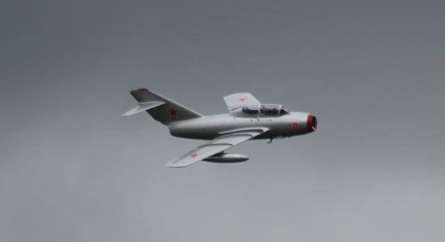 MiG 15 UTI w locie - Сенсационная находка в озере под Щецином -  истребитель МиГ-15