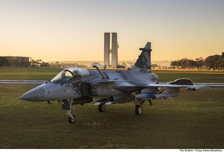 Слияние Boeing и Embraer может поставить под вопрос передачу технологии шведских истребителей в Бразилию