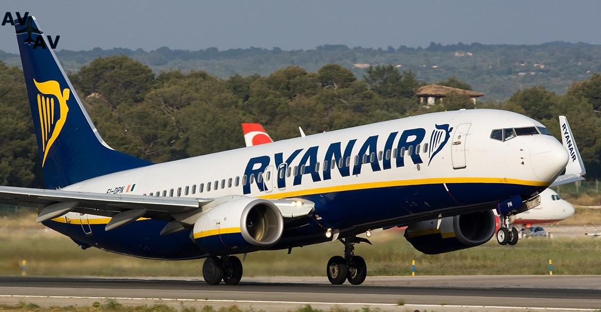 ryanair - Нетерпеливый пассажир попытался выйти из самолета запасным путем