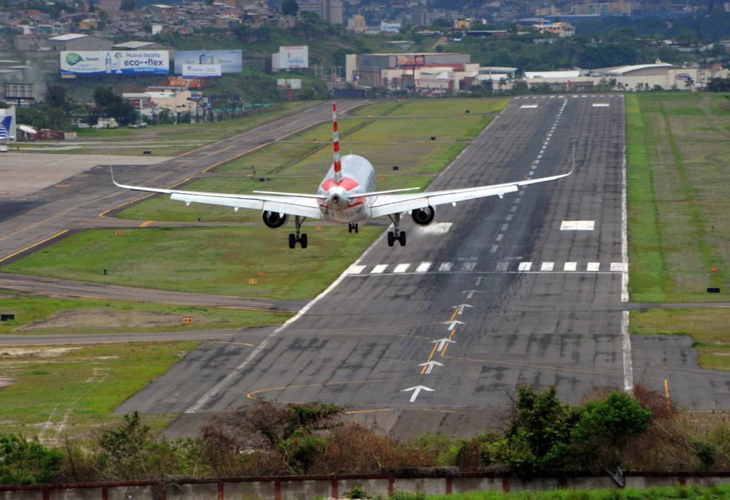 151118ToncontinHonduras 1024x701 - Тонкотин аэропорт - Гондурас - MHTG - TGU - Toncontin Intl