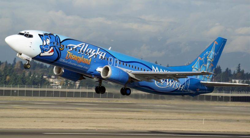 Самолет Alaska Airlines вернулся в аэропорт вылета из-за голого пассажира