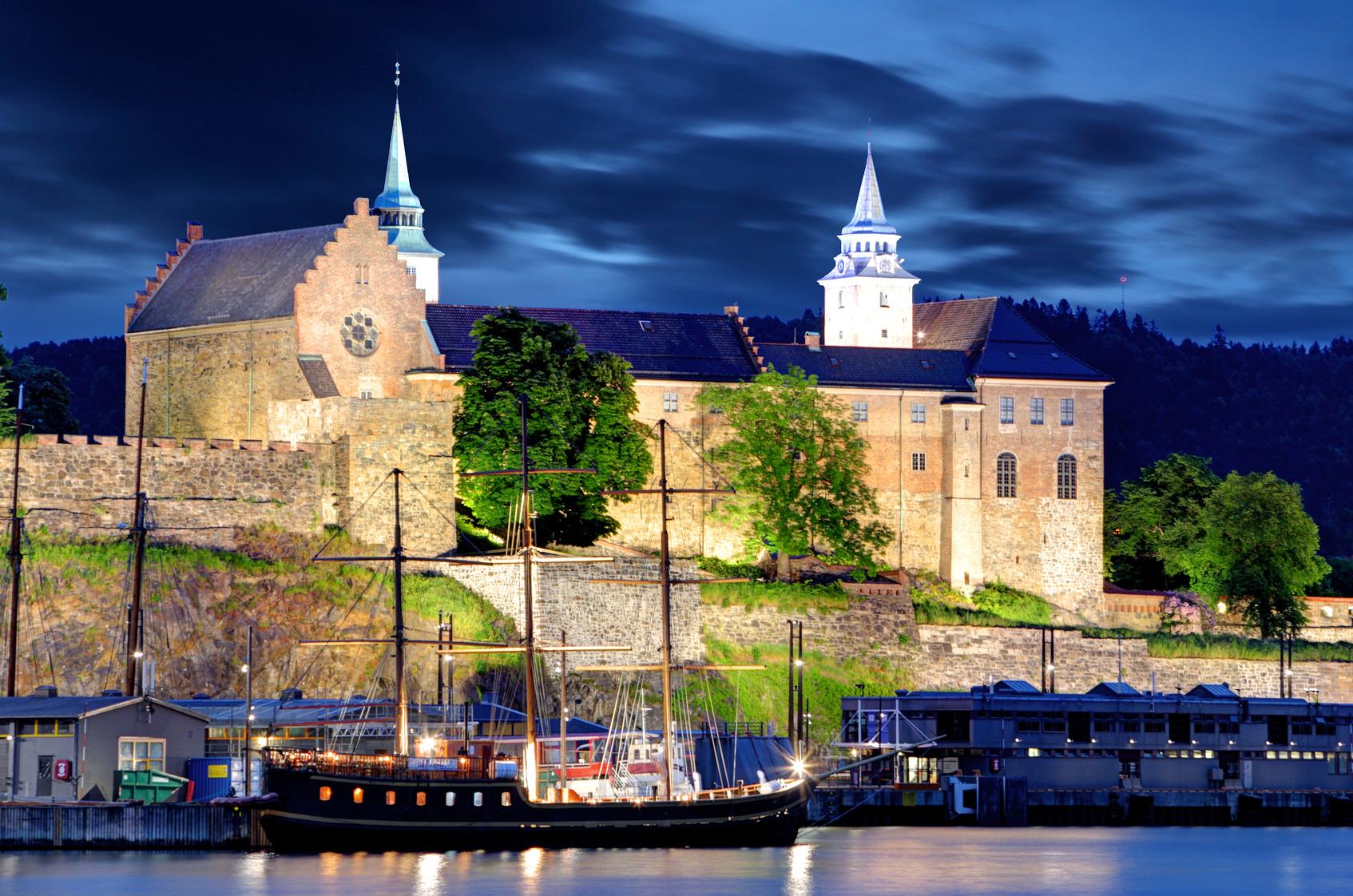 Акерхус. Осло. Норвегия. Akershus Fortress at night, Oslo, Norway