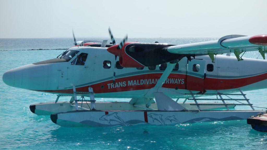aircraft 1908117 1920 1024x576 - Отдых на Мальдивах - купить билет и заказать перелет, бронирование отеля на Мальдивах