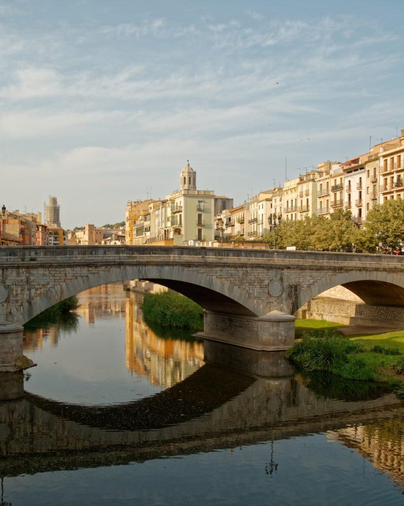 girona 3132284 1920 819x1024 - Отдых в Испании - билеты и туры в Испанию