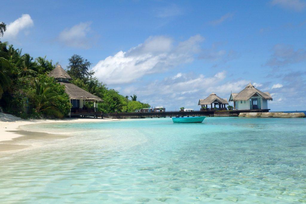 holiday 2733342 1920 1024x683 - Отдых на Мальдивах - купить билет и заказать перелет, бронирование отеля на Мальдивах