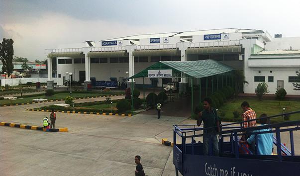 1 17 - Аэропорт Агартала (Singerbhil) коды IATA: IXA ICAO: VEAT город: Агартала (Agartala) страна: Индия (India)