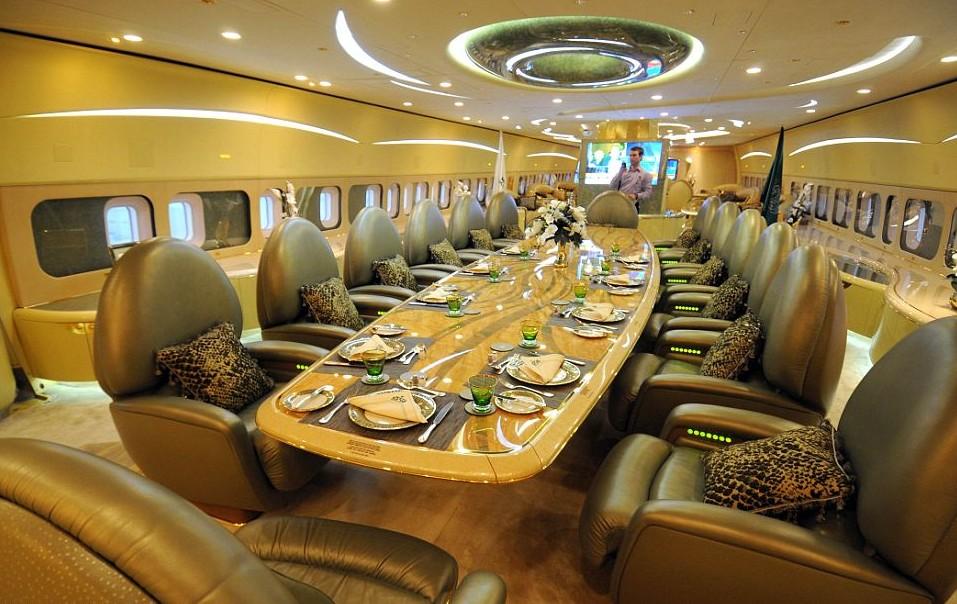 1025 14595 - «Летающий дворец», с 500 миллионами долларов внутри