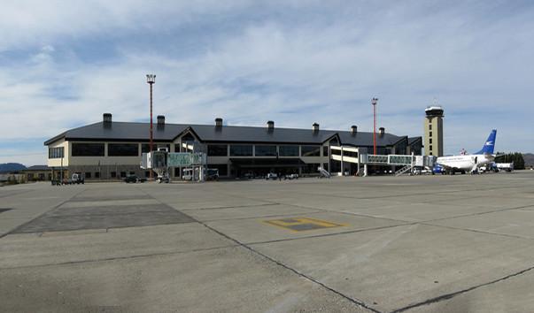 13 2 - Аэропорт Сан-Карлос-де-Барилоче (International) коды IATA: BRC ICAO: SAZS город: Сан-Карлос-де-Барилоче (San Carlos DeBariloche) страна: Аргентина (Argentina)