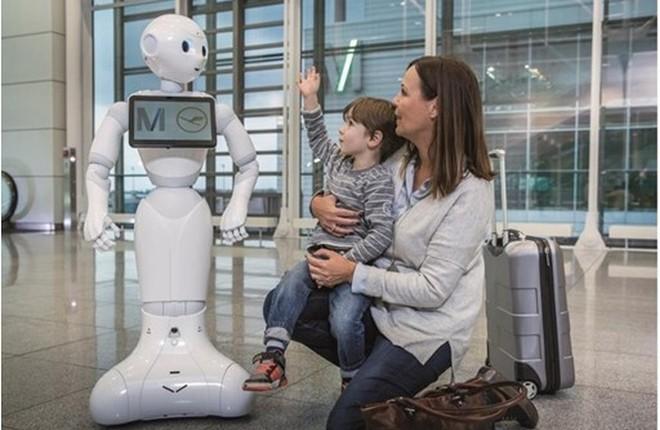 В мюнхенском аэропорту работает человекоподобный робот