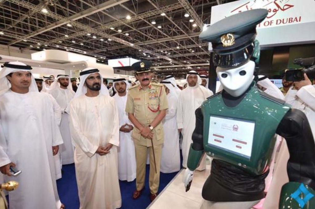 dubai robot police robocop 1024x680 - Роботы-полицейские появятся в аэропорту Дубая