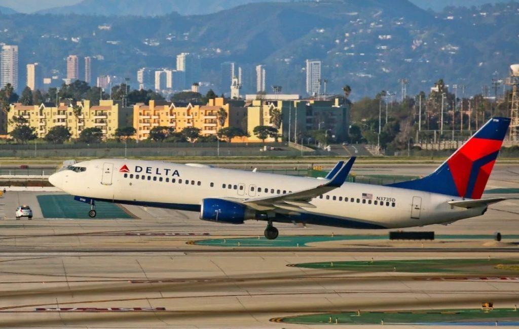 Delta 1024x650 - Пассажирку авиакомпании  Delta в аэропорту оштрафовали за яблоко