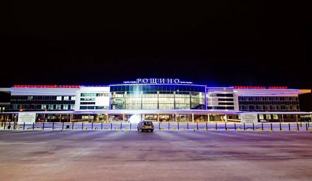 """roshhino 1024x594 - В аэропорту """"Рощино"""" водители добились отмены платной парковки"""