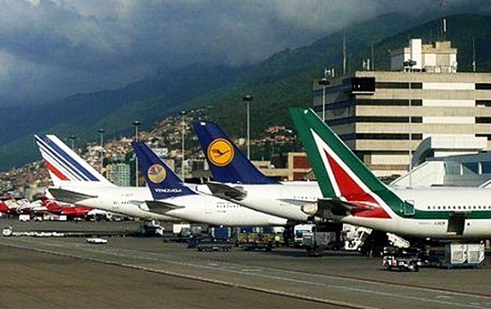 karakas - В аэропортах Венесуэлы откроют пункты обмена валют