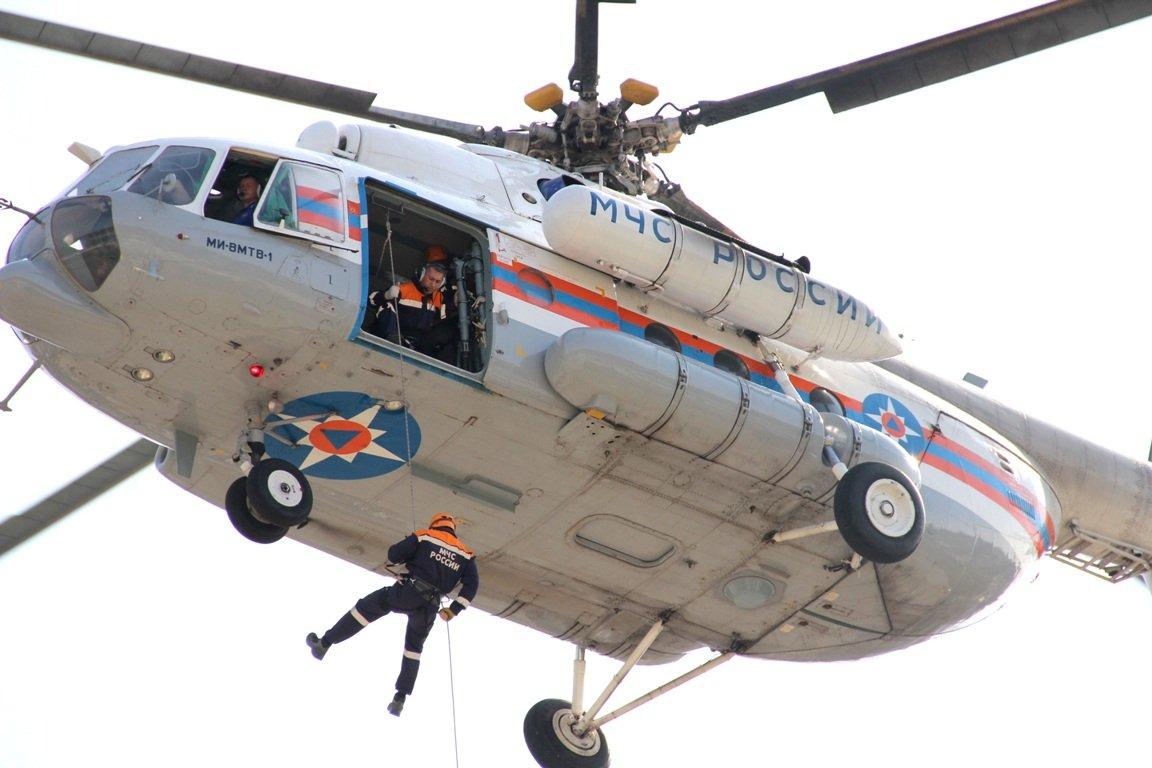 1508680751 yuliya syzranceva rossiya sochi trenirovka spasateley mchs rossii. mi 8 - Вертолет спасателей отправился на поиски белорусского альпиниста в КБР
