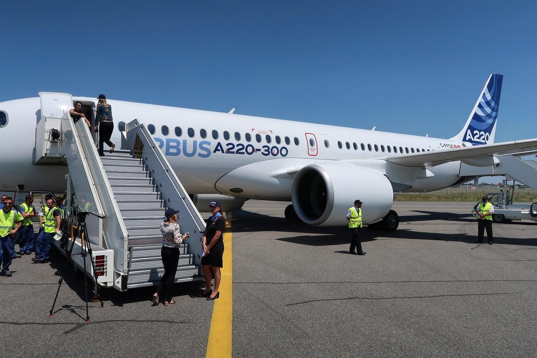 A220 300 stairs - JetBlue - первый пользователь региональных Airbus A220-300