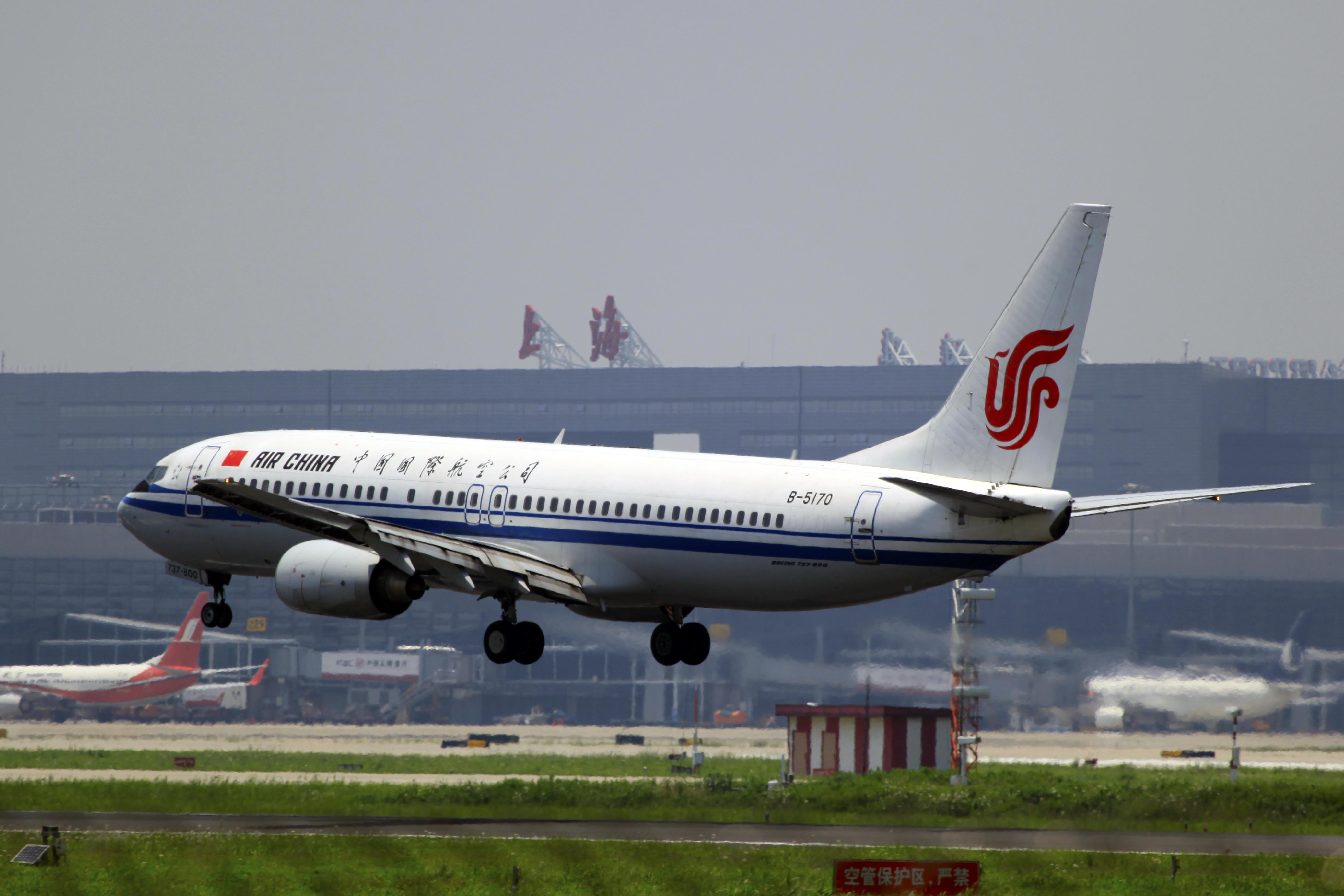 B 5170   Air China   Boeing 737 - Air China уволит пилота за курение на борту самолета
