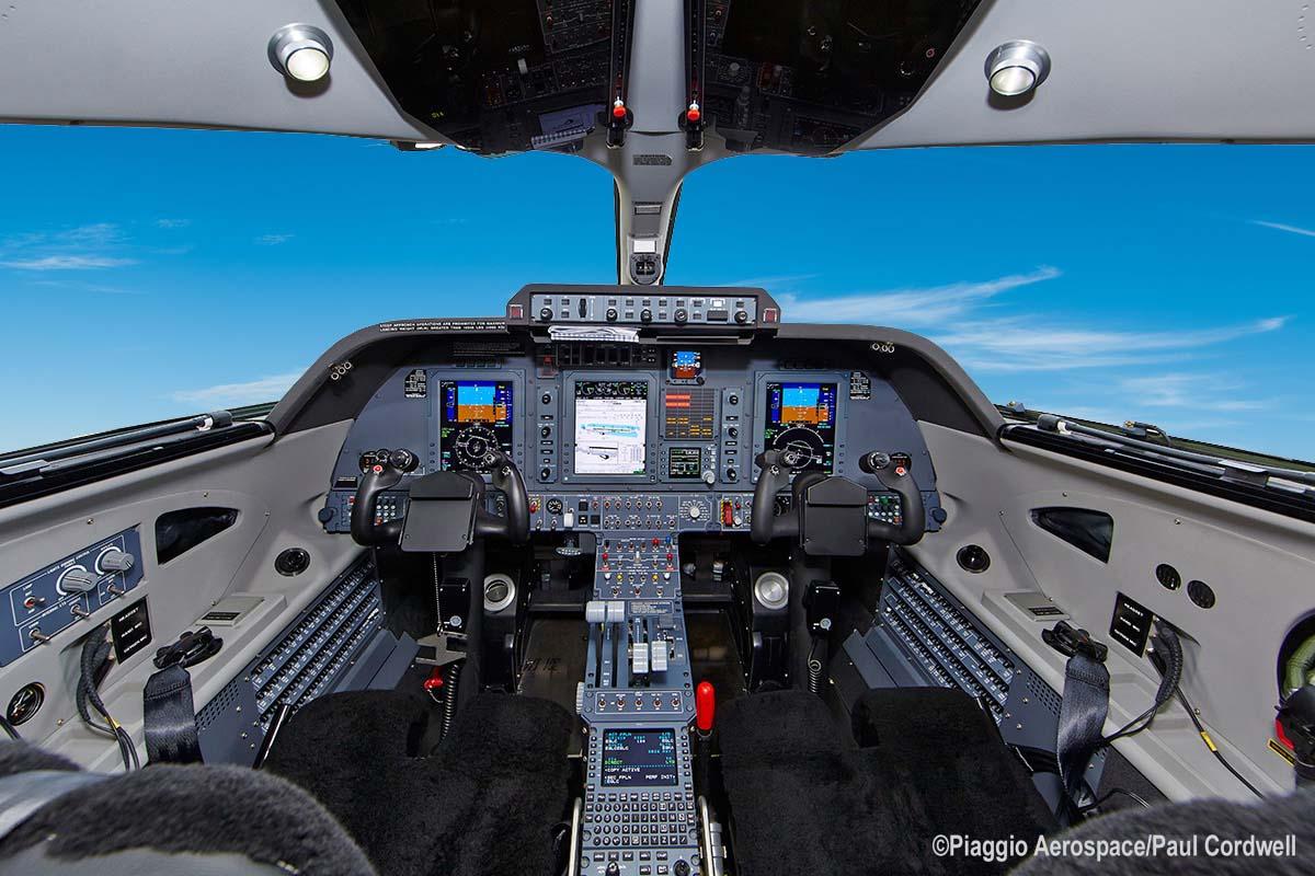 "Cockpit 3 LR Paul Cordwell Copia - Piaggio Aerospace  и ее ""воздушный  Феррари"""