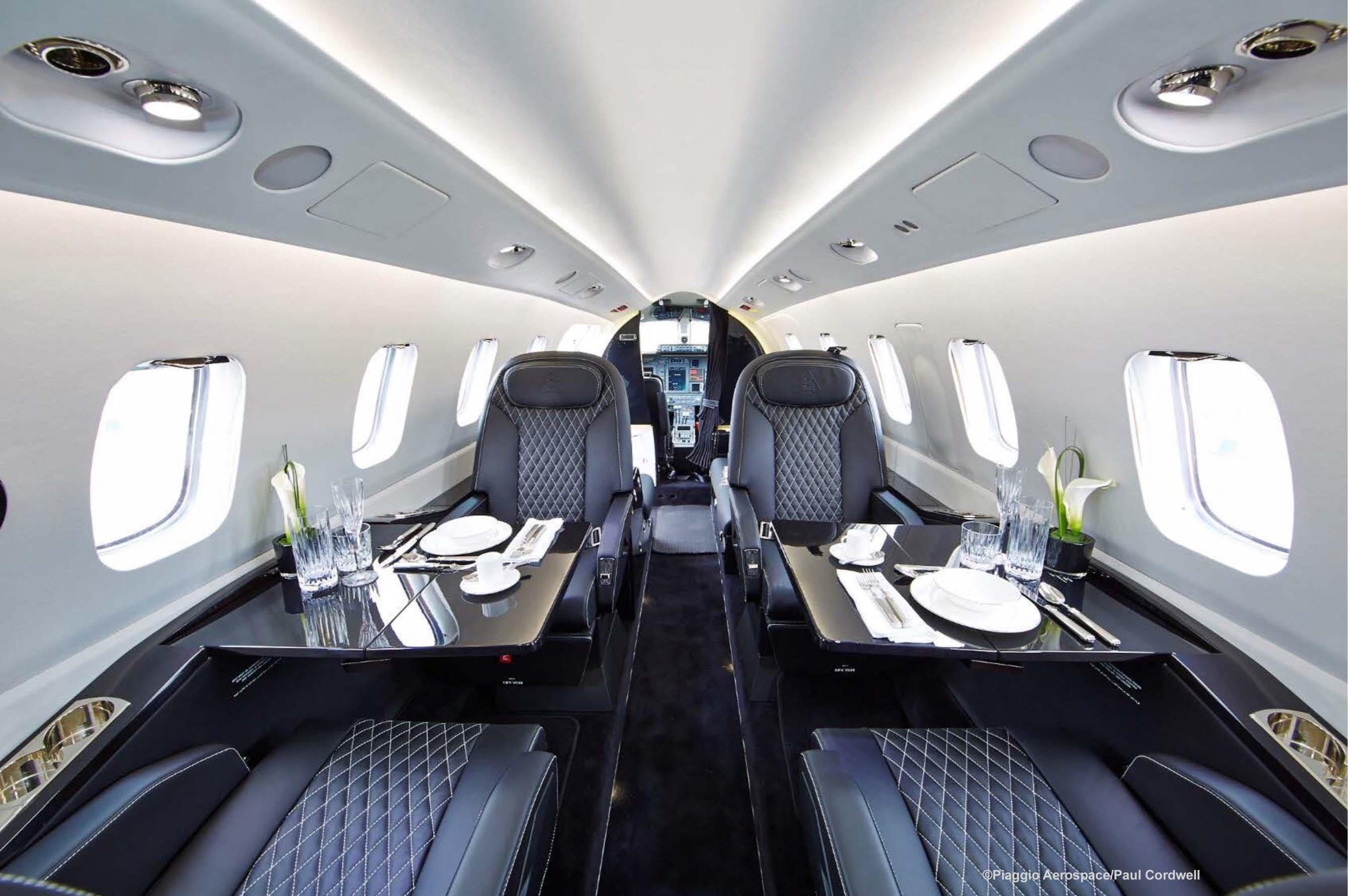 Interior 1LR Paul Cordwell - Итальянский стиль  Piaggio Avanti II против американской практичности Beechcraft King Air 350i/350iER