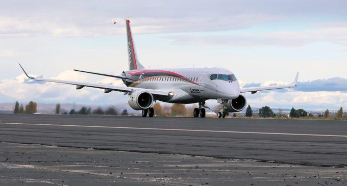 mrj 90 takeoff 680x365 c - Премьера на Фарнборо - Mitsubishi Regional Jet MRJ90