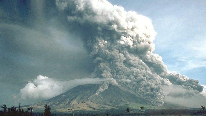 pyroclastic flows at mayon volcano 800x450 - Что делать при наличии вулканического пепла в атмосфере? Рекомендации  NBAA