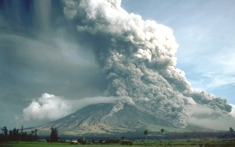 pyroclastic flows at mayon volcano - Что делать при наличии вулканического пепла в атмосфере? Рекомендации  NBAA