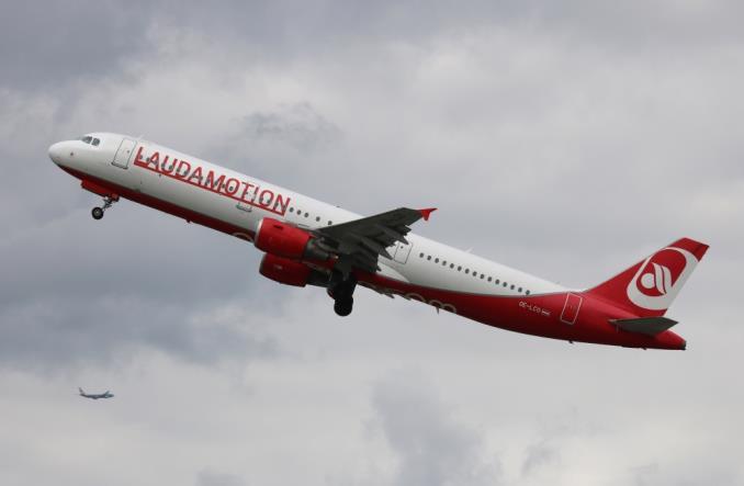 AirbusA321200Laudamotion - Сколько будут получать пилоты в компании Ники Лауды?