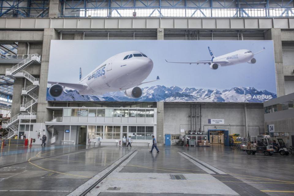 100501146 redarrow1 pa - Новый директор по продажам Airbus  будет вести агрессивную политику