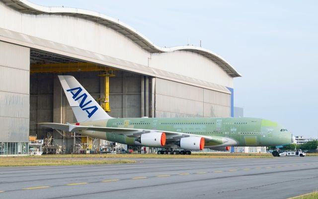 Pierwszy A380 dla ANA opuscil linie montazu koncowego w Tuluzie - Первый Airbus A380 для ANA покинул сборочный цех