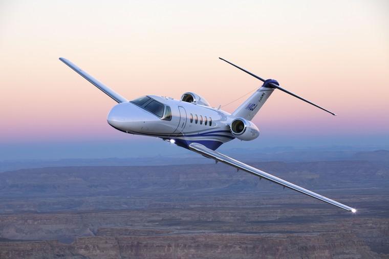 cj4 07 free big - Embraer Phenom 300 против Cessna Citation CJ4 - сравнительный анализ конкурирующих моделей в категории Light Jet