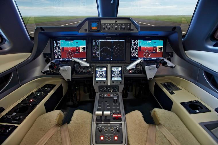 Phenom 300 оснащен комплектом Embraer Prodigy Touch на базе G3000