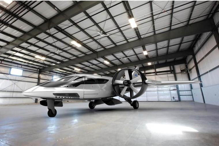 trifan 600 in hangar 1024x684 free big - Icon Aviation стала первым покупателем TriFan 600 в Бразилии