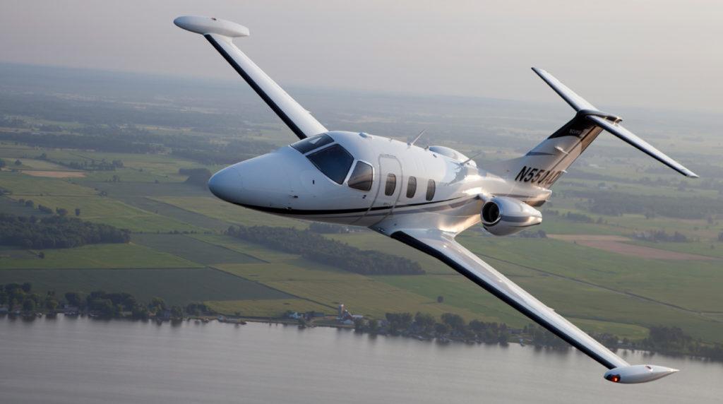 1752 a8cf1 1024x572 - Eclipse Aerospace 550 Jet – лучший самолет для бизнеса