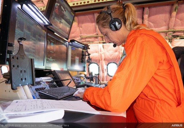 A330 800 MSN1888 first flight briefing 017 - А330-800 уже в воздухе