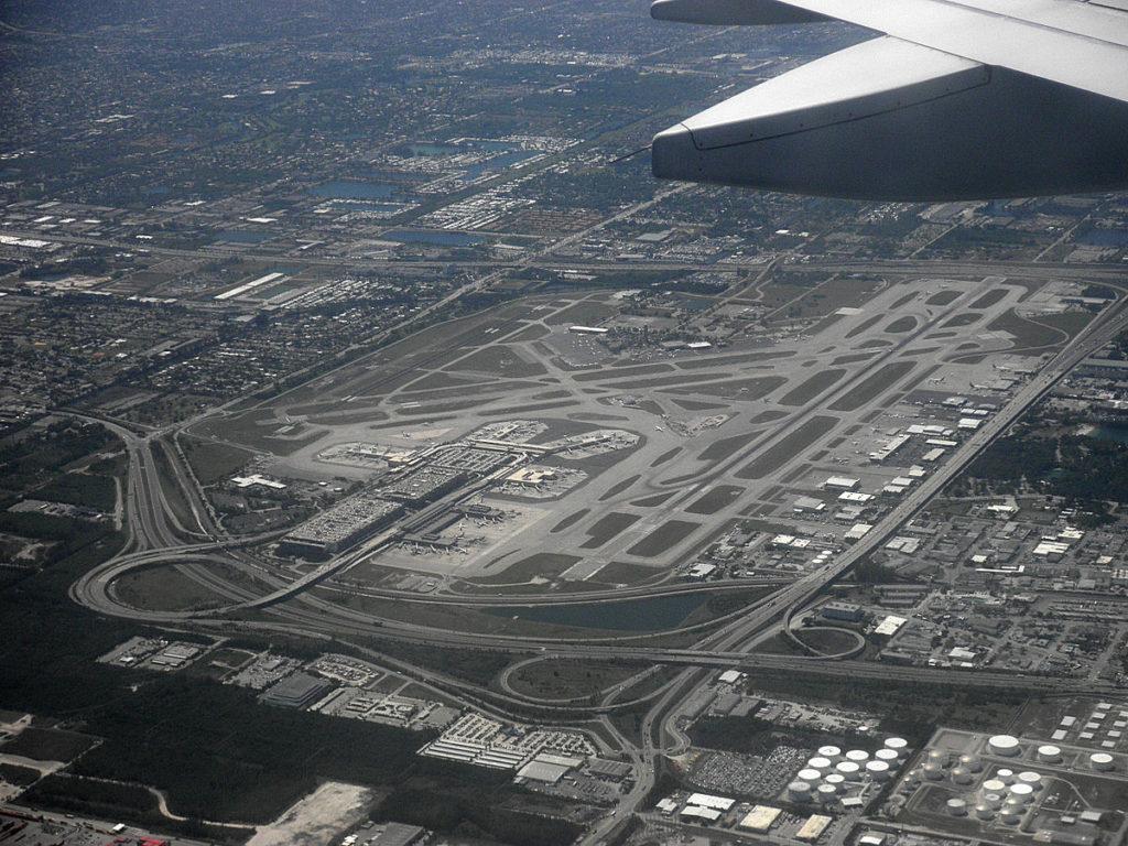 Ae`roport Florida 1024x768 - Полиция была вызвана в аэропорт во Флориде и-за подозрительного пакета