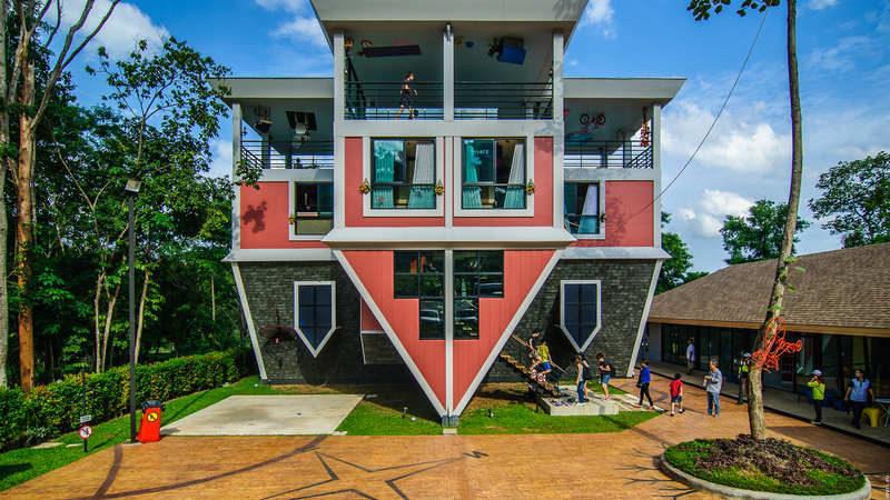 dom vverh dnom 1 800x450 - Перевернутый дом на Пхукете