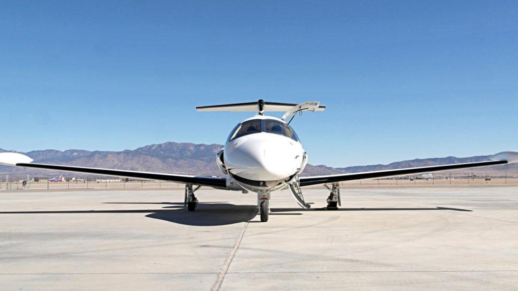 large 1752 3fcfe 1024x576 - Eclipse Aerospace 550 Jet – лучший самолет для бизнеса