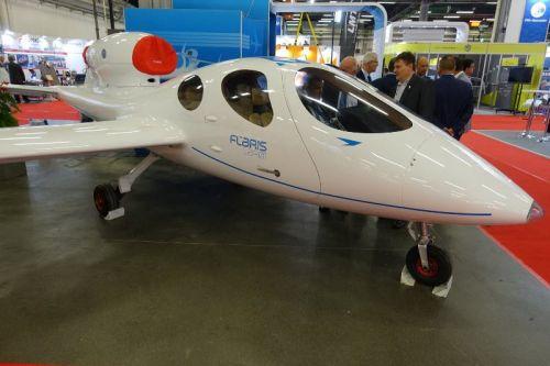 411 - Самый маленький в мире бизнес-джет Flaris готов к первому полету