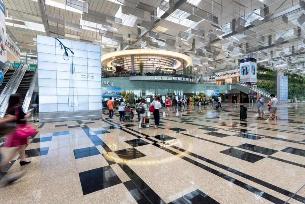 cag t3 check in gallery digital billboard issey miyake 30 jun16 5 1024x684 - Будущее аэропортов: как прошёл Travel Forum в Гонконге?