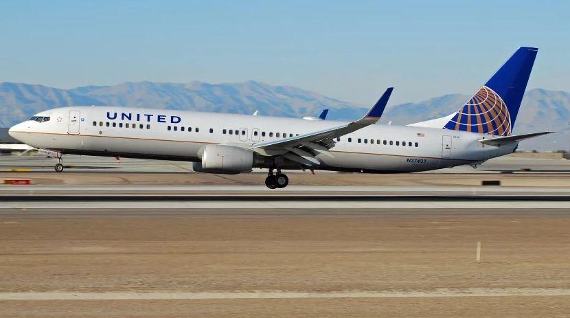 Boeing 737 авиакомпании United выехал за пределы ВПП