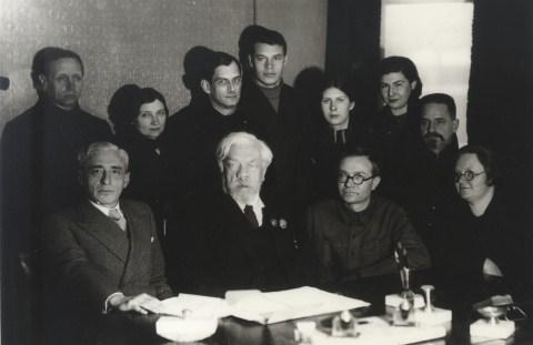 Академик Чаплыгин С.А. среди сотрудников ЦАГИ в период эвакуации в Новосибирске.